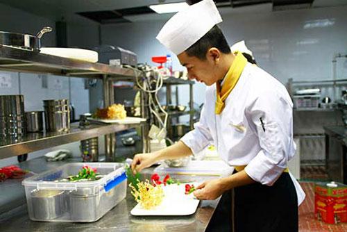 新东方烹饪学校毕业学子唐楠——厨师,让我梦想成真