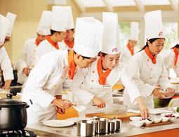 为什么到校学厨师比跟师傅学好??