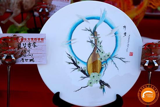 食品雕刻,用质地细密,坚实脆嫩的南瓜,胡萝卜,青萝卜等果蔬进行浮雕或