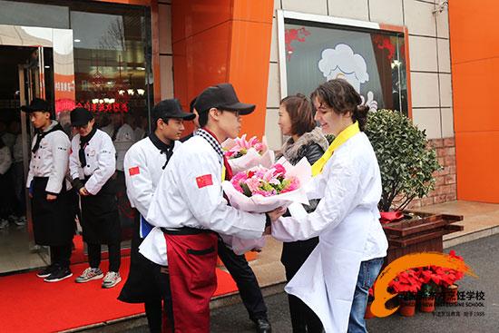 热烈欢迎JOELLE GIORDAN来青岛新东方授课