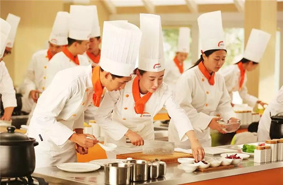 學廚師來青島新東方,零基礎高起點