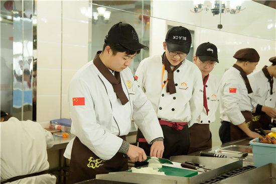 為什么學西餐要去青島新東方,而不是店里做學