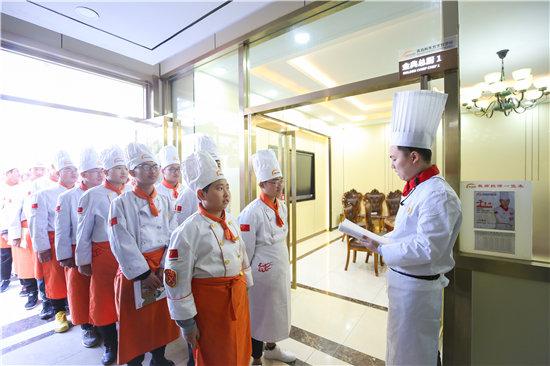 頭條!聽說很多初高中生都去青島新東方烹飪學